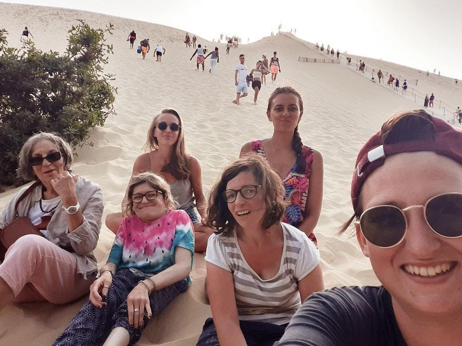 6 jeunes femmes de Simon de Cyrène à Angers et à Nantes ont fait un périple en vélo et sont arrivées à la Dune du Pilat